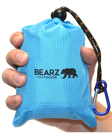 7. BEARZ Outdoor Beach Blanket