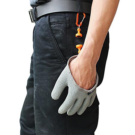 7. Inf-way Fishing Glove with Magnet Release